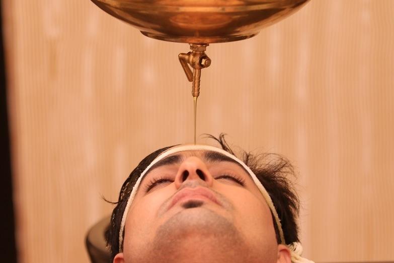 तनावमुक्त गराउने उपचार विधि, शिरोधारा