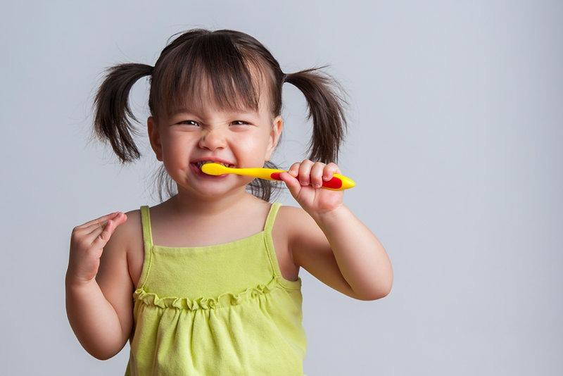 मञ्जनको अधिक मात्राले हानि गर्न सक्छ बच्चाको दाँतलाई