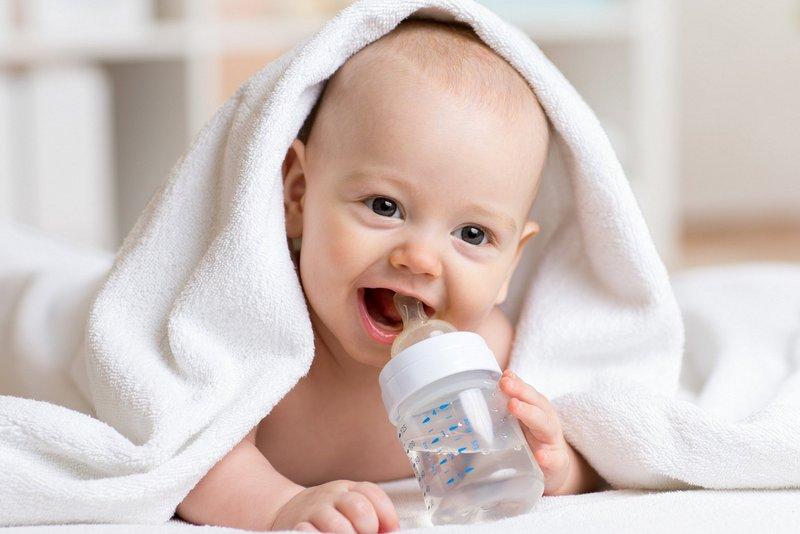शिशुलाई कहिलेदेखि पिलाउने पानी?