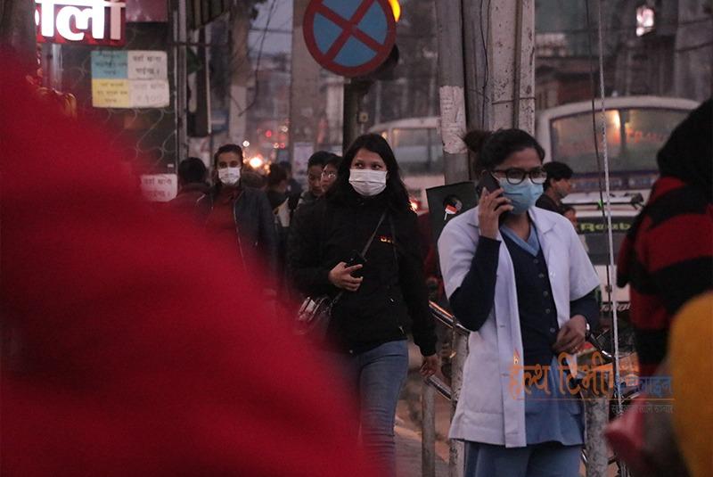 कोरोनाको संक्रमण त्रास : शहरमा अधिकांशको मुखमा मास्क (फोटो फिचर)