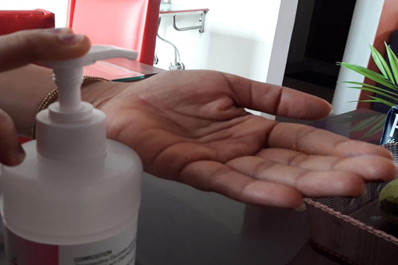 विषाक्त रसायन भेटिएपछि ५ कम्पनीलाई स्यानिटाइजर उत्पादनमा प्रतिबन्ध